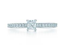 buy online 3e453 9ad70 ティファニーの婚約指輪の値段を調査!購入者の口コミまとめ